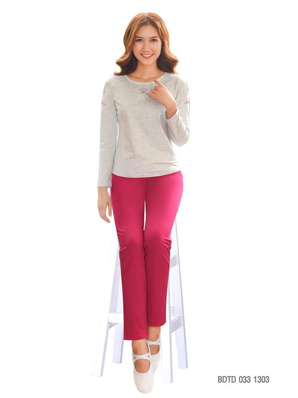 Bộ dài thu đông mã số BDTD 033 1303lấy chất liệu cotton làm chủ đạo vừa đáp ứng nhu cầu mặc đẹp ở nhà của chị em vừa đảm bảo sự ấm áp.
