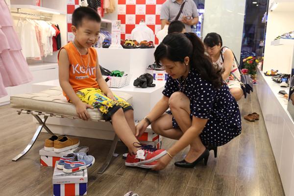 Các mẹ là khách hàng của Crown Space có thể mang các sản phẩm đã muatới đổinhững đôi giày mới và nhận trợ giá 40%.