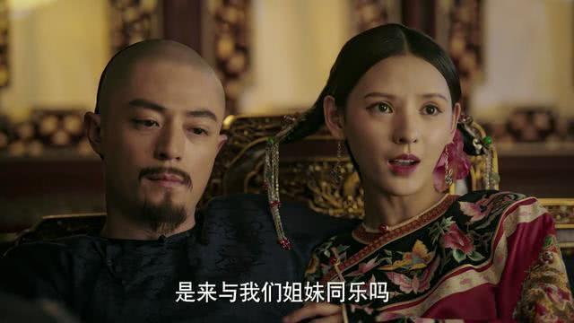 Dữ Hy trong vai kỹ nữ Thủy Linh Lung, mỹ nhân khiến vua mê mẩn vì nhan sắc vài tài đàn ca sáo nhị.