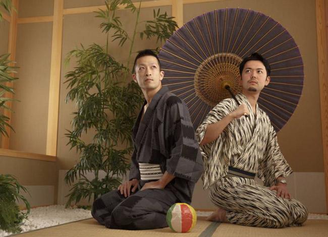 Toshiyuki Arano (Phải)và Yuichiro Okazakilà hai nhà đồng sáng lập dịch vụ xin nghỉ việc hộ Exit. Ảnh: Japan Times.