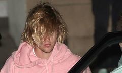 Justin Bieber bơ phờ giữa tin Selena Gomez phải đi điều trị tâm lý