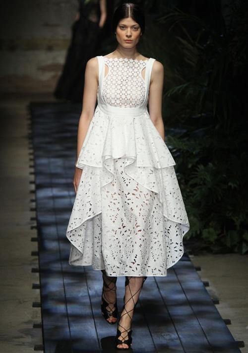 Một mẫu váy cưới nằmtrong bộ sưu tập của Erdem. Ảnh: Express.co.uk