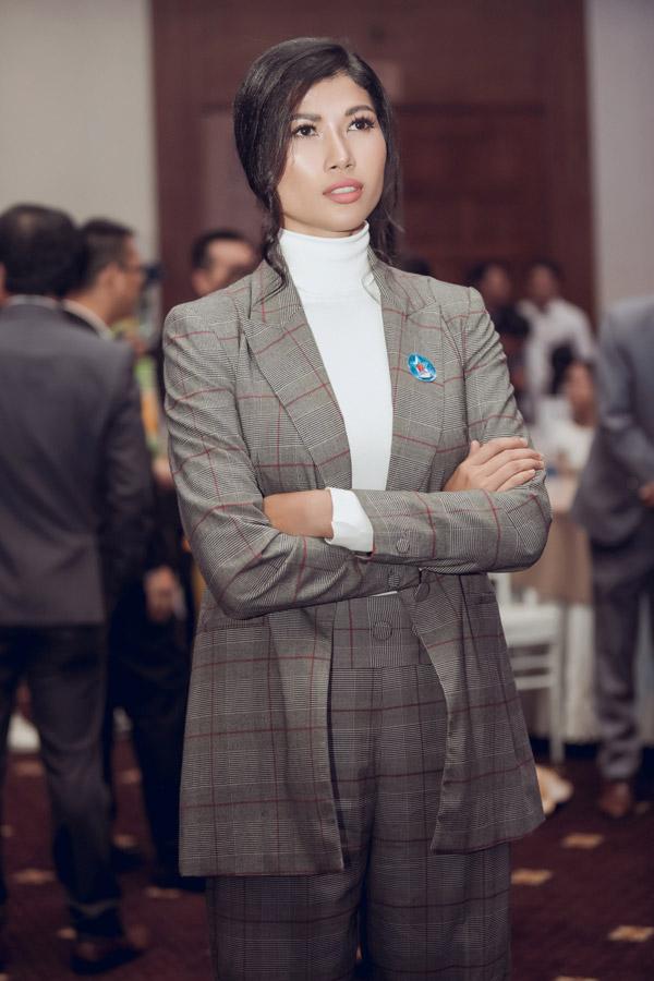 Mục tiêu cô hướng tới là trở thành một doanh nhân thành đạt, không hề thua kém ông xã.