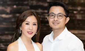 Bạn trai kém tuổi hộ tống Hoa hậu Thu Hoài đi sự kiện