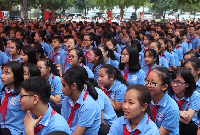 Học sinh THCS Đặng Thai Mai, thành phố Vinh tại buổi lễ. Ảnh: Anh Thư.