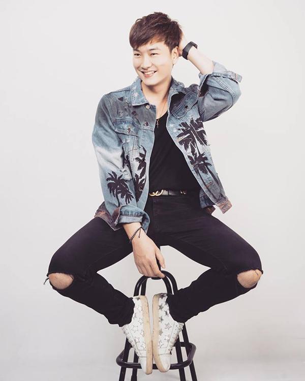 Trọng Lân sinh năm 1993, từng theo học trường Cao đẳng Nghệ thuật Hà Nội.