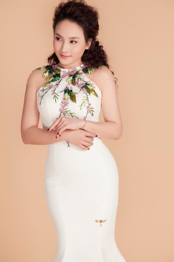 Sau khi giảm cân thành công, Bảo Thanh tự tin diện loạt váy dạ hội ôm sát của cựu người mẫu - nhà thiết kế Vũ Thu Phương.