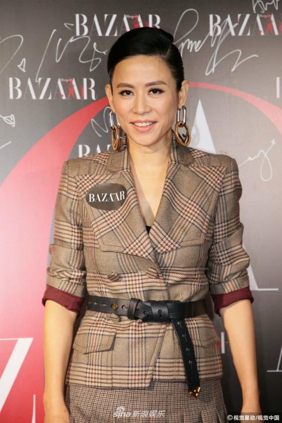 Tuyên Huyên cắt tóc ngắn, ăn mặc rất cá tính. Cô và Cổ Thiên Lạc vừa tái hợp màn ảnh với bộ phim Hiện trường phạm tội, hiện vẫn quay.