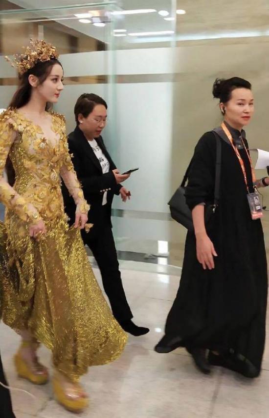 Mỹ nữ Tân Cương Địch Lệ Nhiệt Ba hóa thân Nữ thần Kim Ưng  - 5