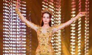 Địch Lệ Nhiệt Ba hóa thân Nữ thần Kim Ưng
