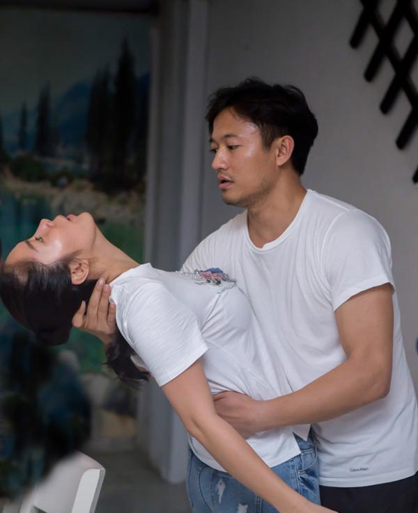 Sau khi chia tay, Lê Phương và Quý Bình vẫn là bạn bè. Họ rất hiểu nhau nên bắt nhịp nhanh, tung hứng ăn ý trên sân khấu kịch.