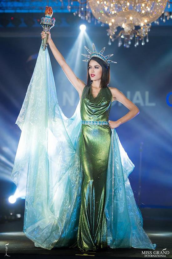 hoa kỳ của Mỹ: Paola Melissa Cossyleon