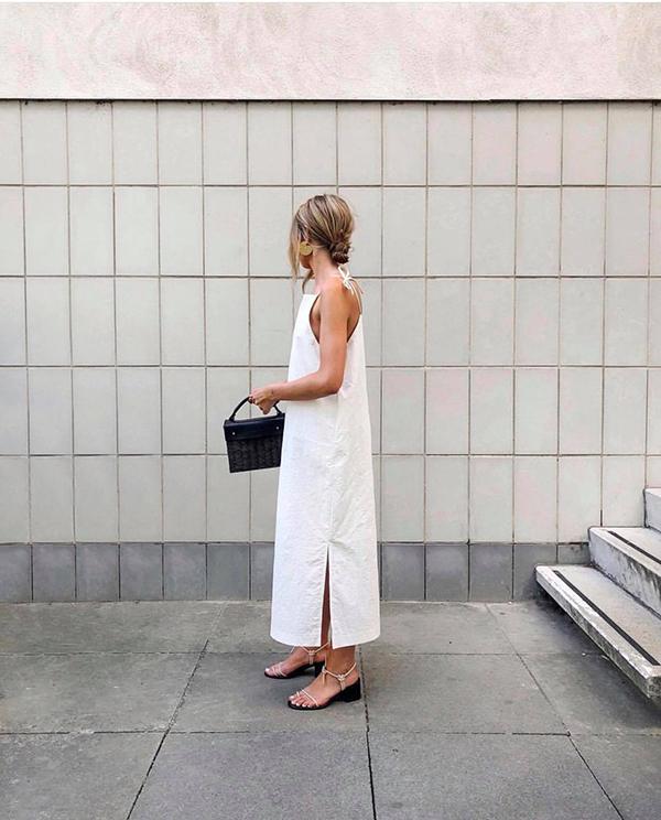 Những mẫu váy cut-out vừa tôn nét gợi cảm vừa khiến người mặc trở nên dễ chịu khi không phải nhét mình trong các mẫu thiết kế bó sát ngột ngạt.