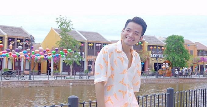 Nhạc sỹ Phạm Hồng Phước trong MV Bí mật hạnh phúc quay tại Vinpearl Nam Hội An.