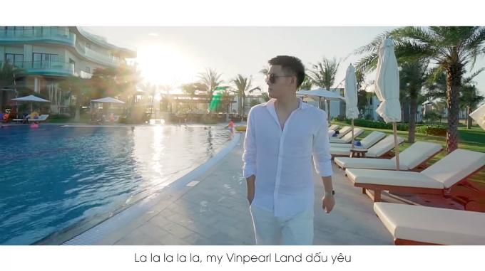 MV Lets Smile của Hoàng Minh Tuấn.