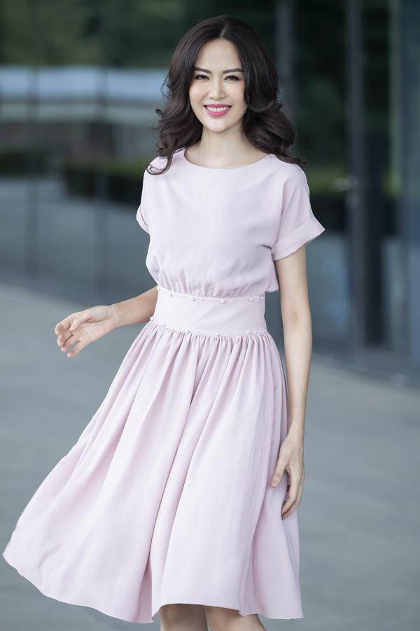 Photo: Vương Vũ & Quý Vũ; Make up & hair: Phương Thảo & Cương Nguyễn; Stylist: Bùi Hoa; Nội dung: Xuân Sami; Trang phục: Elise Fashion.