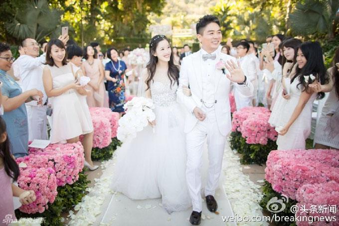 Vợ chồng Lưu Cường Đông trong đám cưới năm 2015. Ảnh: Weibo.
