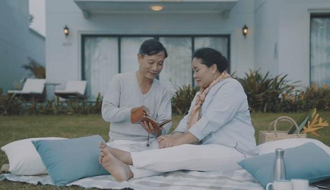 MV Khi chúng ta già ghi lại khoảnh khắc tình yêu của cặp tình già với thông điệp không bao giờ là quá muộn để thể hiện tình yêu.