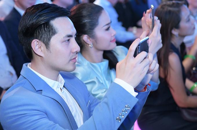 Hiện Ông Cao Thắng chuyển hướng sang điều hành công ty giải trí, chuyên đào tạo các tài năng mới. Đông Nhi vẫn hoạt động tích cực trên sân khấu ca nhạc. Cô khá đắt show biểu diễn và là gương mặt quảng cáo được nhiều nhãn hàng săn đón.