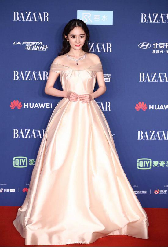 Dương Mịch như một nàng công chúa.