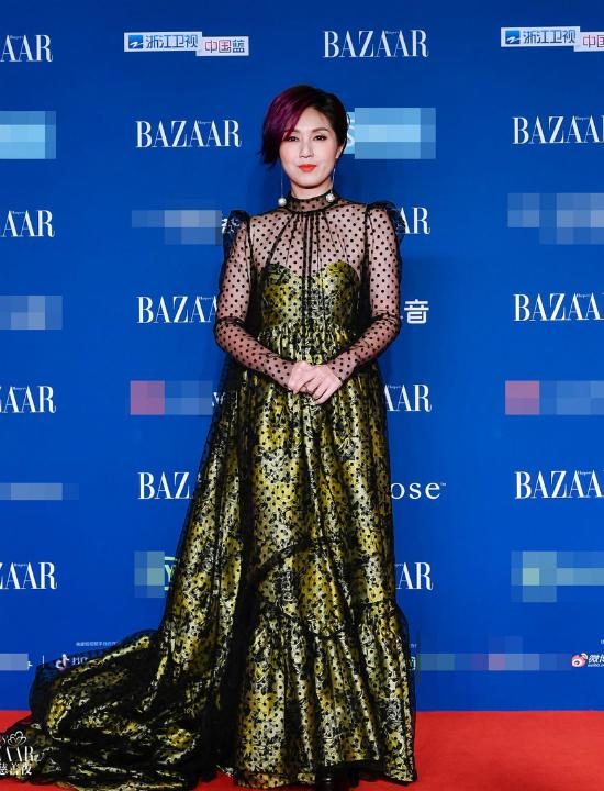 Nữ diễn viên, ca sĩ Dương Thiên Hoa.