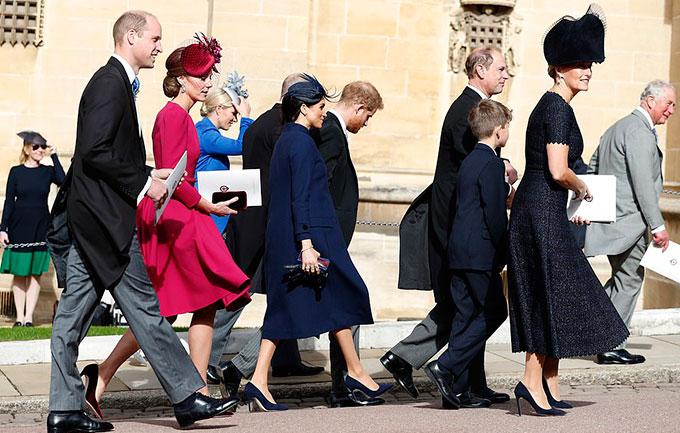 Vợ chồng Kate - William sánh bước cùng vợ chồng Meghan - Harry, cặp đôi tổ chức đám cưới cũng chính tại lâu đài này cách đây 5 tháng.