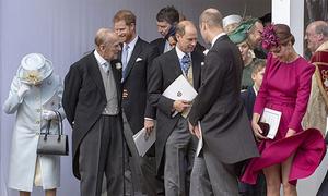 Kate bị gió thổi tốc váy trong đám cưới Công chúa Eugenie