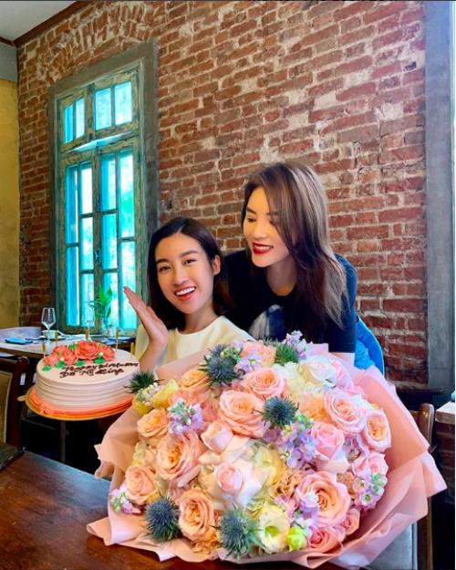 Ảnh hot 14/10: Hoa hậu Kỳ Duyên tổ chức tiệc sinh nhật cho Đỗ Mỹ Linh
