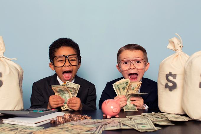 Trẻ cần được dạy về giá trị đồng tiền, cách kiếm tiền và sử dụng tiền từ trong gia đình.