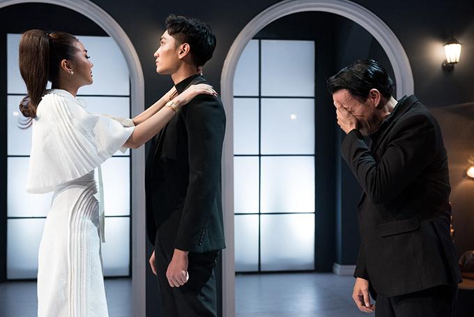 Tại phòng loại trừ, Thanh Hằng đã bật khóc khi loại Huy Quang của team Võ Hoàng Yến để giữ lại Trương Thanh Long của team Minh Hằng.