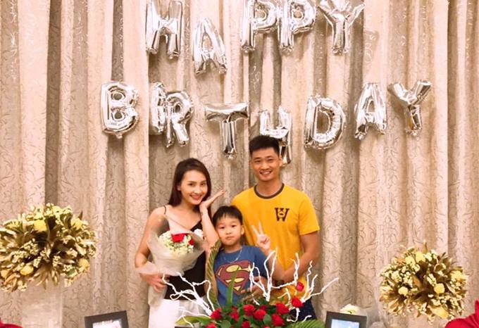 Cũng trong chuyến du lịch, Bảo Thanh được tổ chức sinh nhật sớm dù 26/10 cô mới bước sang tuổi mới.