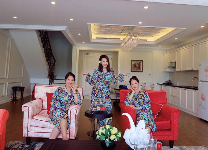 Không phải vướng bận với lịch quay phim, Bảo Thanh dành trọn thời gian cho gia đình. Mới đây vợ chồng cô đã đưa cả mẹ ruột và mẹ chồng đi nghỉ dưỡng ở một resort cao cấp ở Phú Quốc.