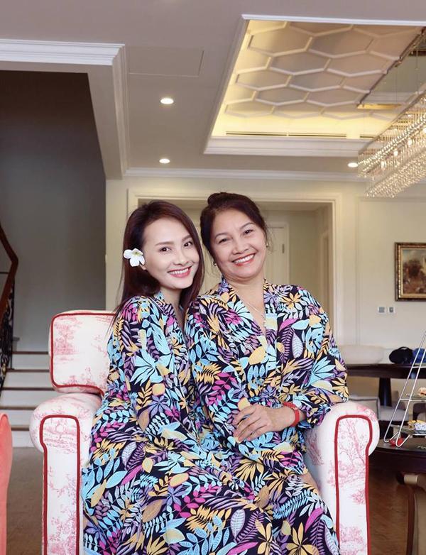 Bảo Thanh thừa hưởng nhan sắc và nụ cười rạng rỡ của mẹ ruột.