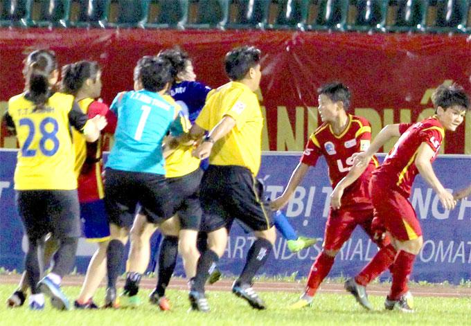 Vụ cầu thủ nữ Việt Nam đánh nhau lên báo tiếng Nhật - 1