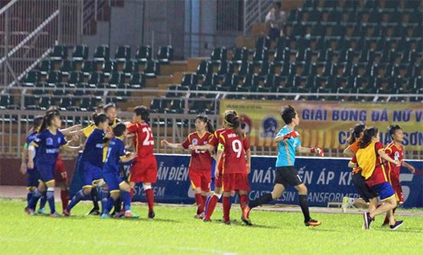 Vụ cầu thủ nữ TP HCM I và Than Khoáng Sản Việt Nam đánh nhau gây ảnh hưởng lớn tới hình ảnh của bóng đá Việt Nam.