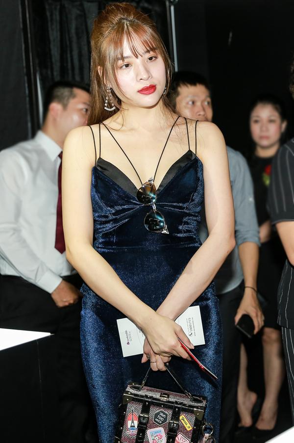 Hoa hậu Đông Nam Á Phan Hoàng Thu mặc sexy đến dự chương trình.