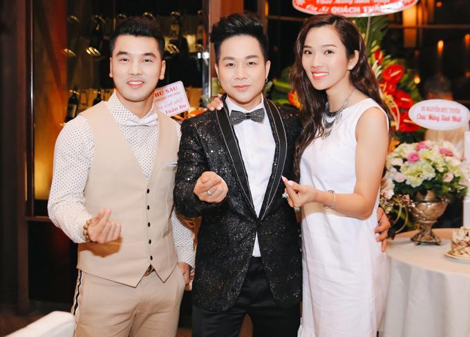 Vợ chồng Ưng Hoàng Phúc - Kim Cương tới chung vui với đồng nghiệp.