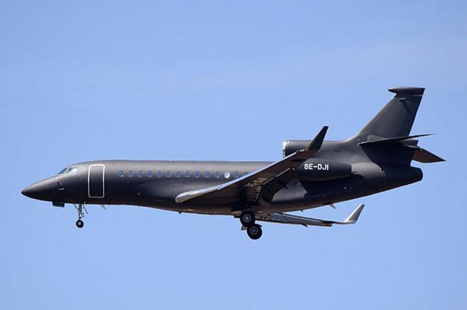 Chiếc phi cơ riêngDassault Falcon 7Xtừng chở vợ chồng Harry - Meghan. Ảnh: UK Press.