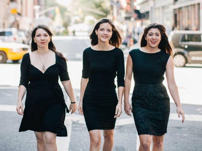 Từ trái qua: Alexandra Cavoulacos, Kathryn Minshew vàMelissa McCreery - ba nữ doanh nhân thành đạt ở New York manggần 30 triệu USD vốn về cho công ty đem đếnxu hướng tuyển dụng mới. Ảnh: Women2.com.