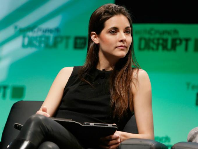 Không còn nôn nao khi đòi tăng lương, Kathryn Minshew giờ là diễn giả tại nhiều đại học và hội nghị.Ảnh: Wall Street Journal.