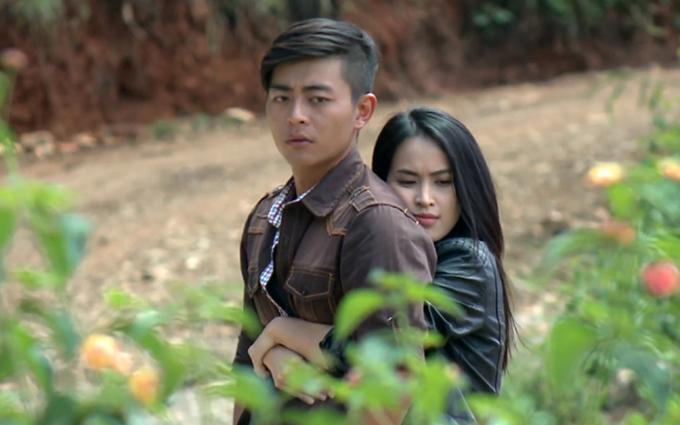 Tú Vi và Quốc Huy trong phim Trang trại hoa hồng.