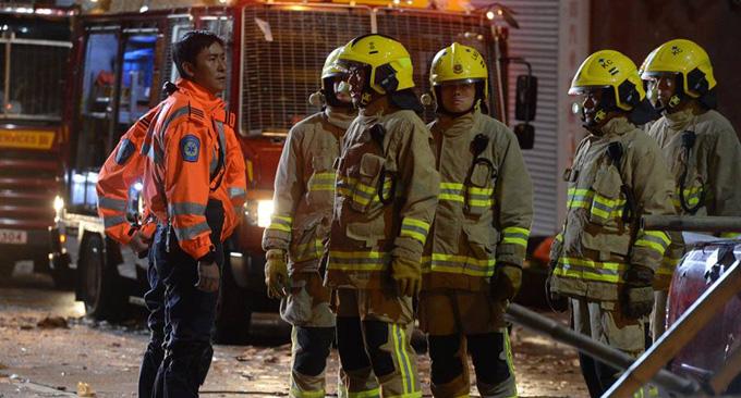 Một tình huống đội cứu hộ và đội cứu hỏa cùng cứu người gặp tai nạn trong bão ở tập 5 của phim