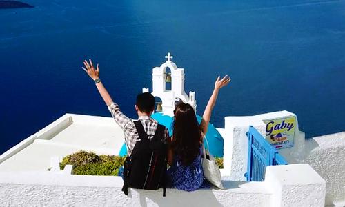 Chuyến đi ngắm hoàng hôn Santorini 'đáng ghen tỵ' của chàng trai Hà Nội và vợ