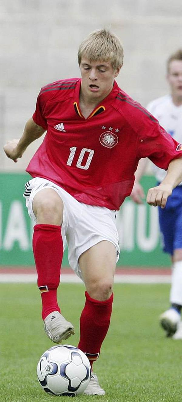 Toni Kroos trong màu áo đội trẻ của Đức.