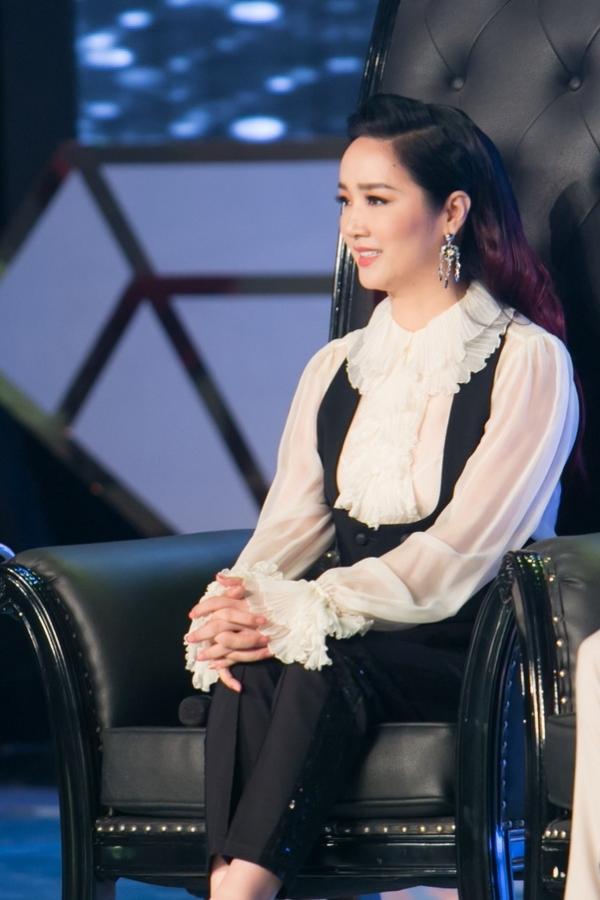 Hoa hậu Đền Hùng Giáng My là một giám khảo khách mời của chương trình, bên cạnh đạo diễn Lê Hoàng, nhà báo Trác Thúy Miêu. Tập đầu tiên sẽ phát sóng vào lúc 20h30 ngày 17/10trên VTV3.