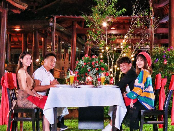 Kha Ly và Thanh Duy còn thưởng thức bữa tối lãng mạn cùng vợ chồng Tân Trề - Uyên Lê. Liên hệ Swiss-Belresort Tuyền Lâm - Đà Lạt qua số điện thoại:(0263) 3 799 799. Webstie: samtuyenlamhotel.com.vn.