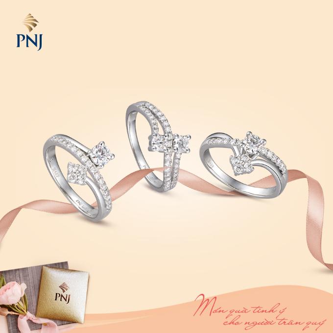 Đó có thể là những chiếc nhẫn thiết kế tinh xảo đính kim cương lấp lánh giúp tôn lên nét đẹp đôi bàn tay tần tảo, hết lòng chăm lo cho gia đình của các bà, các mẹ.