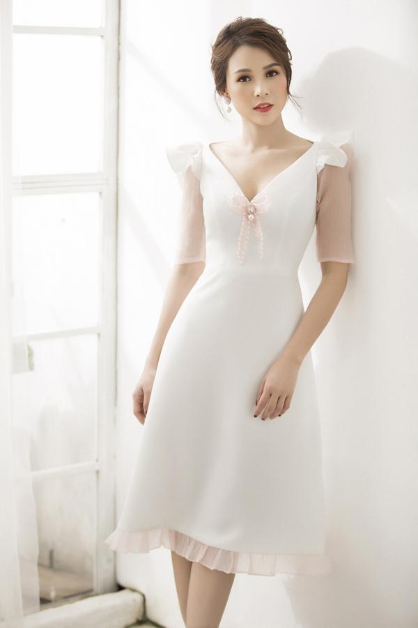 Bộ ảnh được thực hiện với sự hỗ trợ của nhiếp ảnh Lê Thiện Viễn, trang điểm Hiwon.