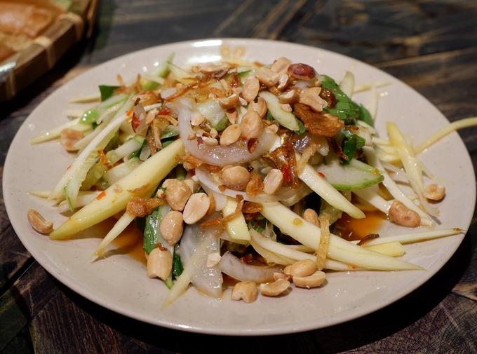 Vừa ăn đủ món vừa 'sống ảo' trong khu ăn uống dưới lòng đất ở Sài Gòn