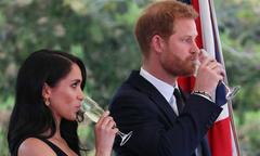 Hoàng tử Harry bỏ rượu bia để ủng hộ vợ bầu